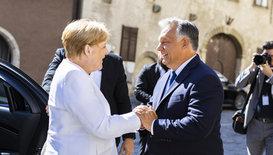 Merkel y Orbán hacen las paces en una lección de Historia