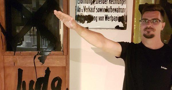 Kimagyarázhatatlan fotó anáci karlendítő jobbikos alpolgármesterről