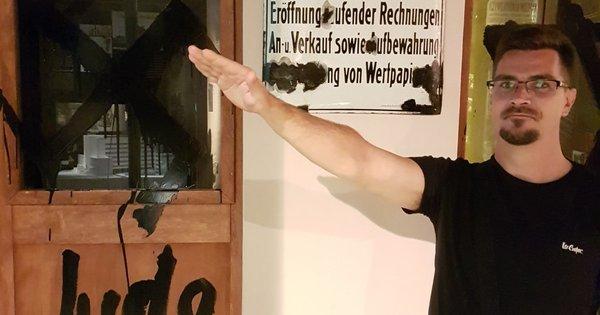 Egy náci karlendítés – és néma csend